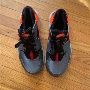 Nike Women's huarache sneakers